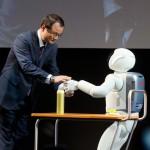 Honda president and Asimo at Tokyo Motor Show