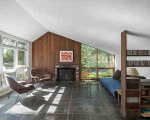 Walling framed his modern living room in the 400 yr old saltbox form 1930s Photo Credit Cape Cod Modern