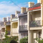 Rows of townhouses in a variety of historical styles that were imported from Europe are common in many parts of Sydney © Robert Wallace/Wallace Media Network/Alamy Stock Photo