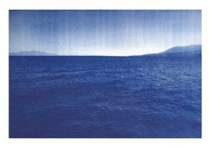 Lautre riveimpressions cyanotypes disparaissant progressivement à la lumière du soleil,Irak, Syrie, Turquie, Grèce, Allemagne, Danemark, France, 2011-2017.
